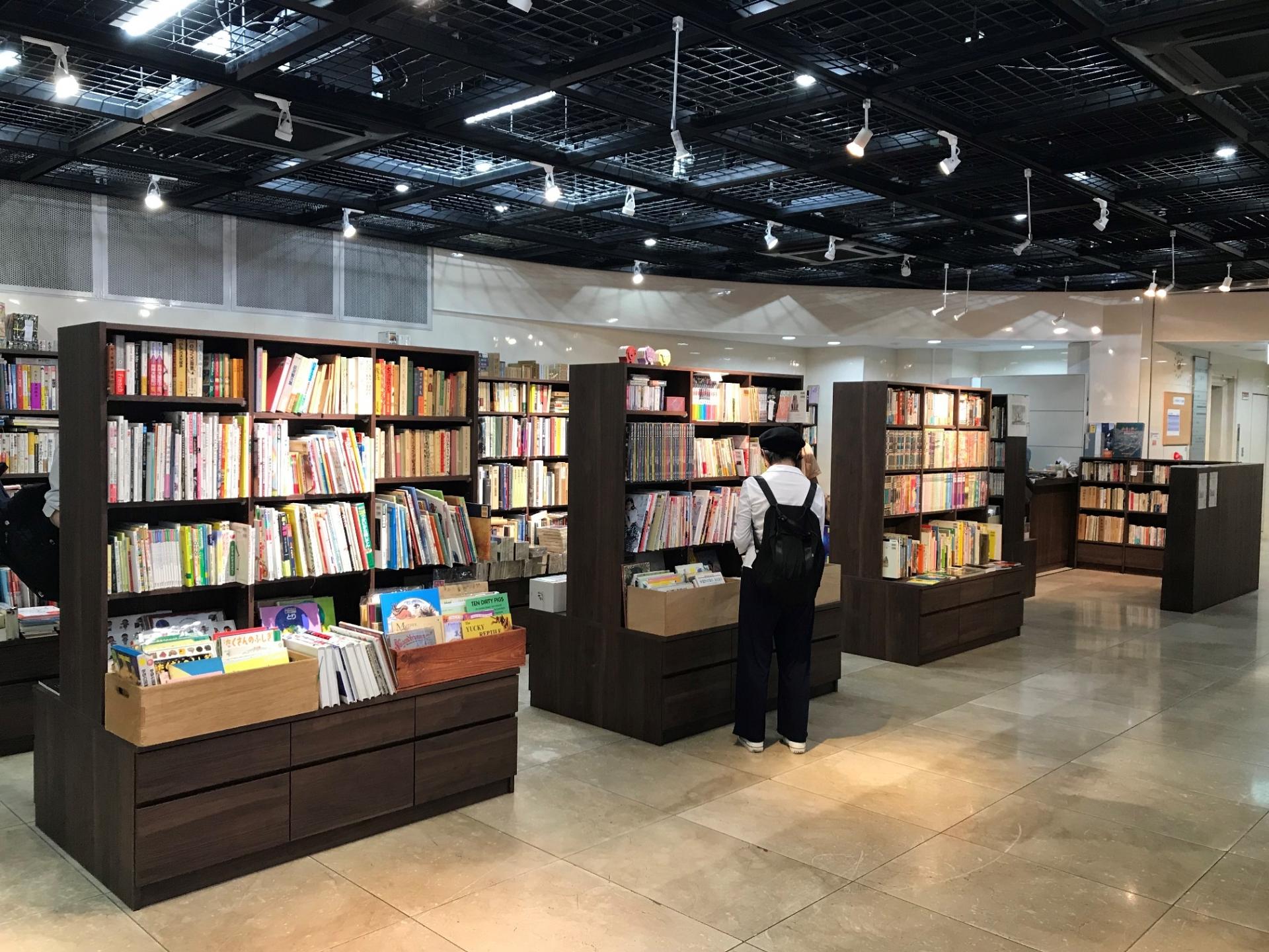 1階 神戸元町みなと古書店